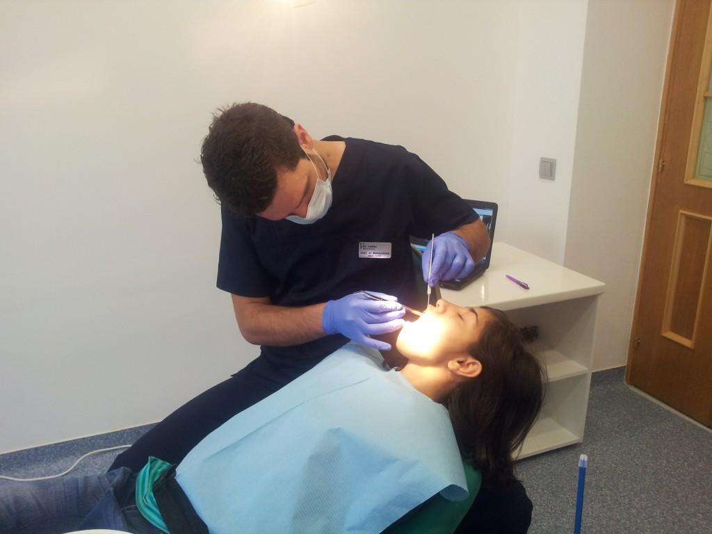 Cabinetul stomatologic Dr. Leahu se ingrijeste de dintisorii copiilor din proiectele World Vision Romania, sectorul 5.