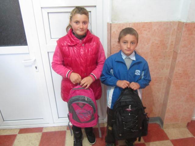 Copiii din comuna Todiresti (Jud. Vaslui) au primit ghiozdane echipate cu rechizite scolare.