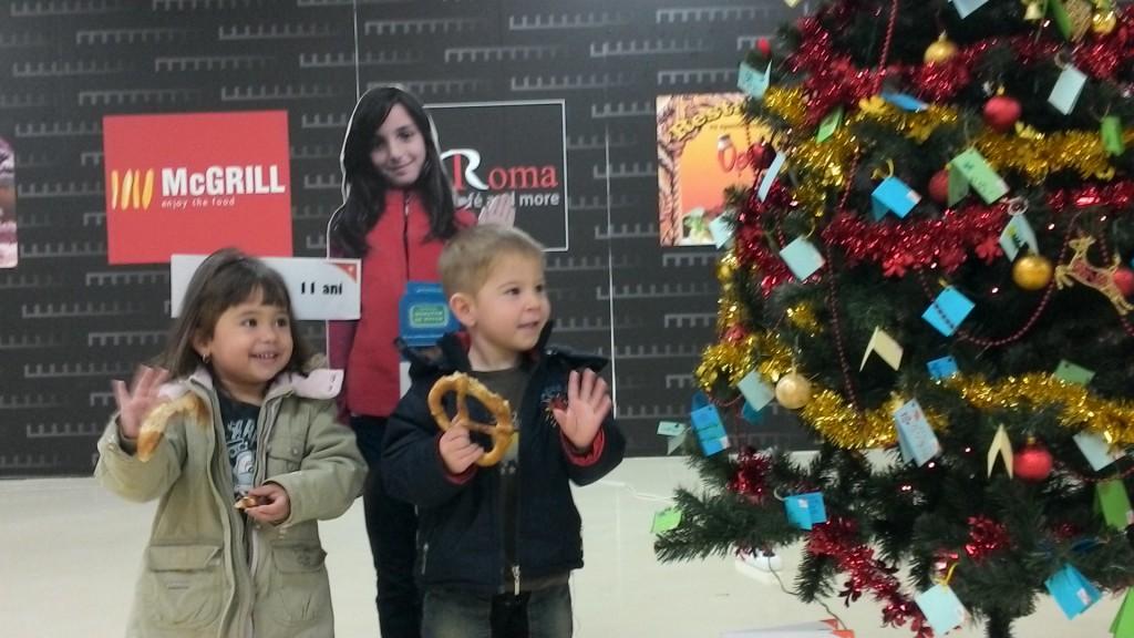 Copilasi alaturi de Bradul cu dorinte din incinta Electroputere Park Mall din Craiova!