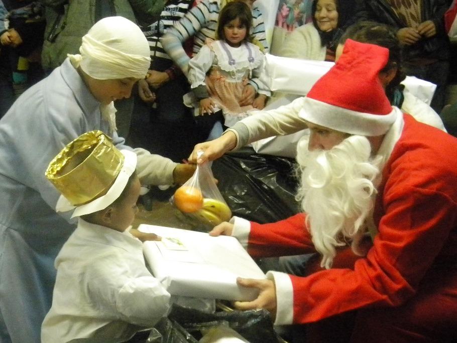 """Campania """"Fii si tu Mos Craciun"""", in cadrul careia peste 350 de copii din familii sarace clujene vor primi cadouri de Craciun"""