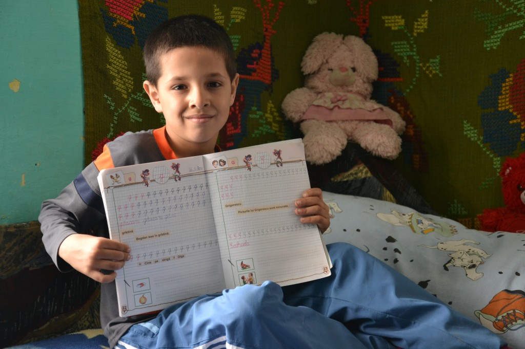 Ionut scrie deja cel mai repede si corect din clasa.