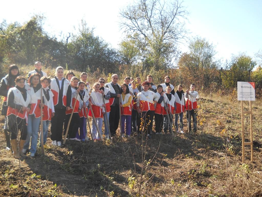 Activitate voluntariat - Plantare pomi fructiferi