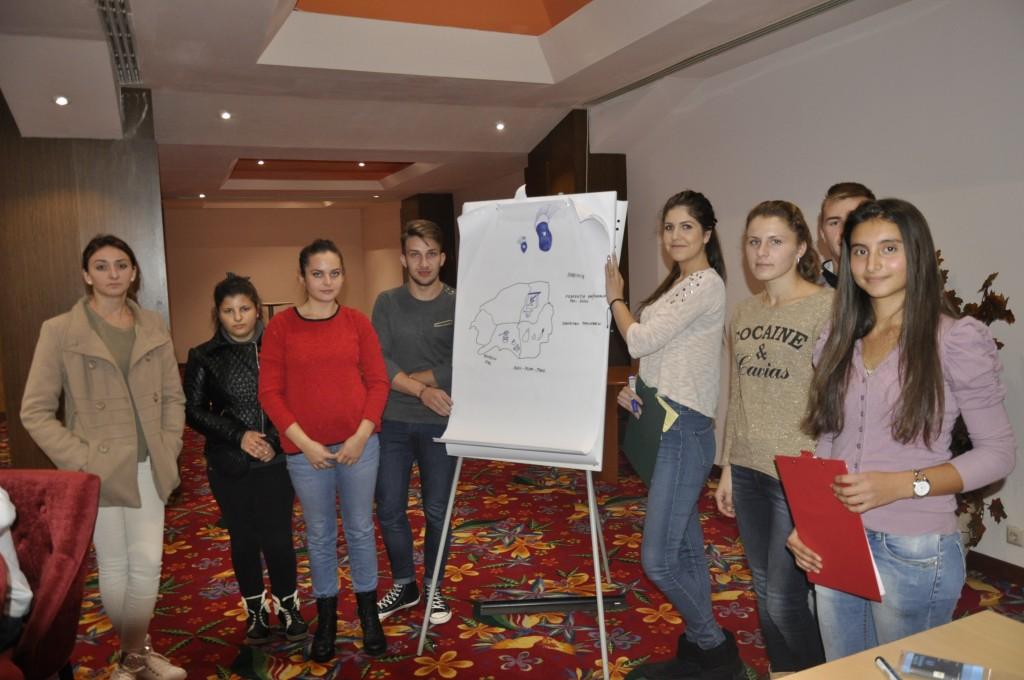Beneficiarii proiectului participa la Analiza SWOT a regiunii din care fac parte