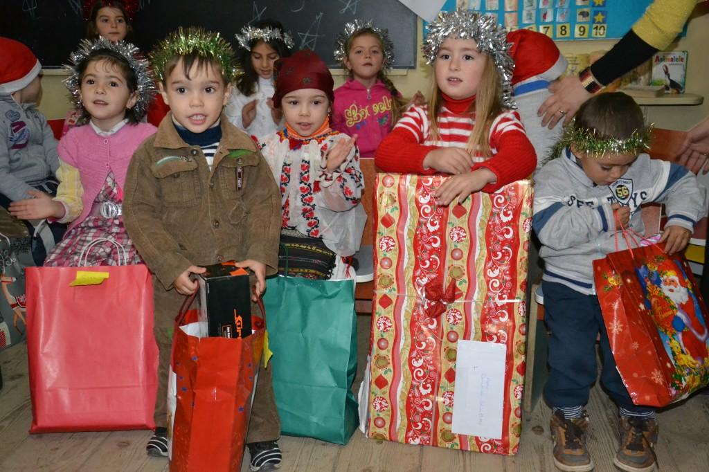 Poze donatie cadouri Craciun(10)
