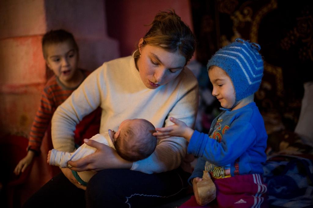 Anisoara si copiii ei - fotografie de Bogdan Baraghin