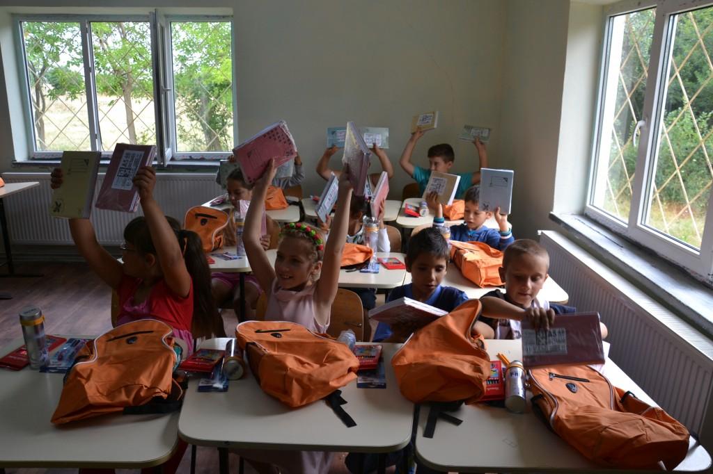 Donatie rechizite, iulie 2016 (8)