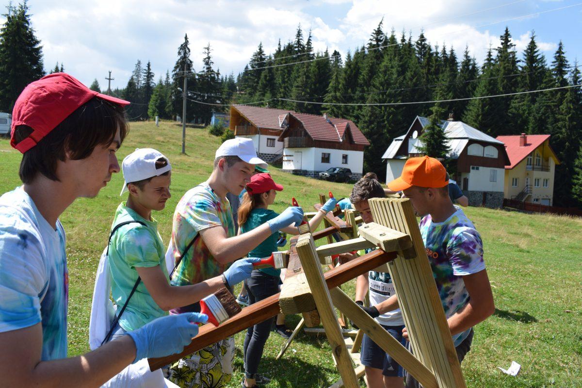 50 de tineri din comunităţile World Vision România au beneficat de tabere de dezvoltare personală