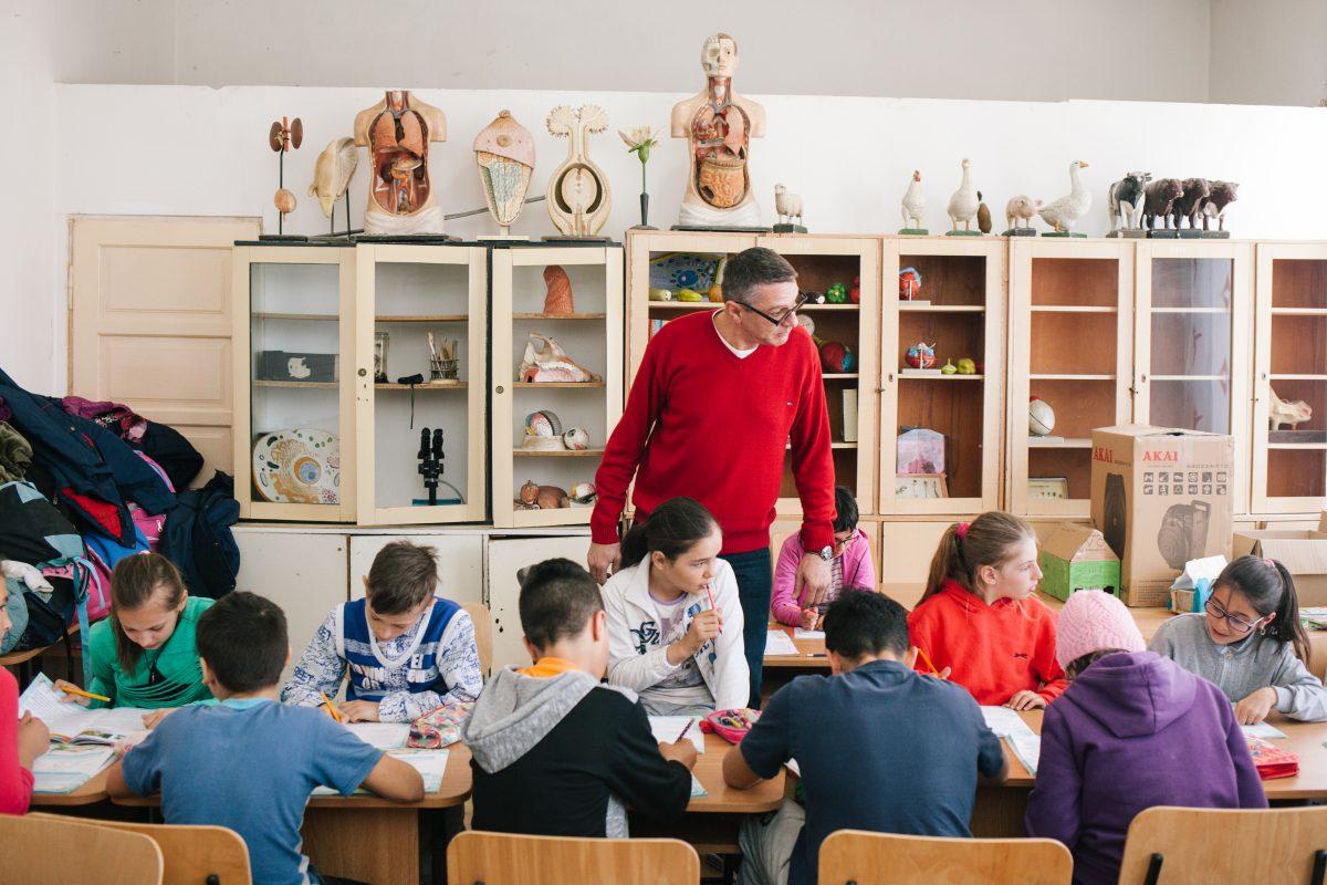155 de copii defavorizaţi din mediul rural au beneficiat de activităţi socio-educaţionale în cele cinci centre şcoală după şcoală susţinute de Fundaţia World Vision România în parteneriat cu Fundaţia Vodafone România