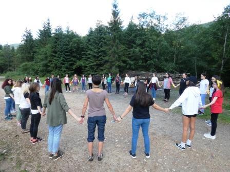 """Camp Ignite: """"Scânteia"""" care îi pregătește pe 50 de adolescenți din Cluj și Vâlcea să privească viitorul drept în față!"""